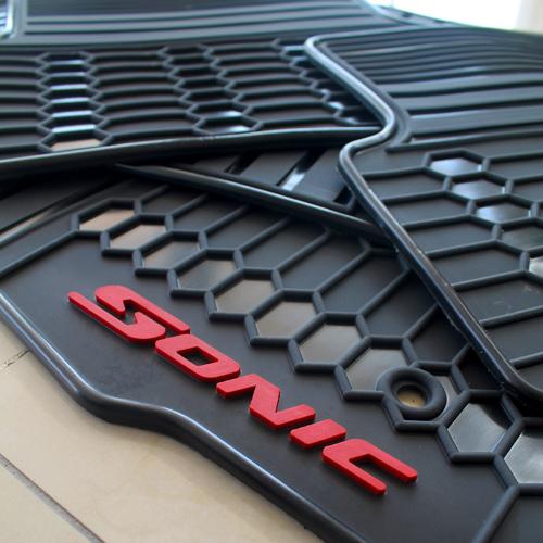 Tapetes Originales Chevrolet Sonic Letras Rojas Envío Gratis